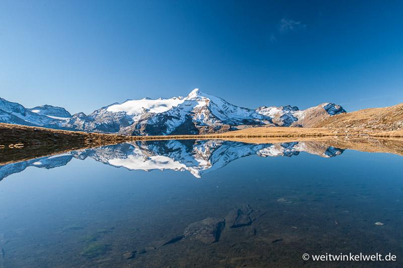 Berge und ein See